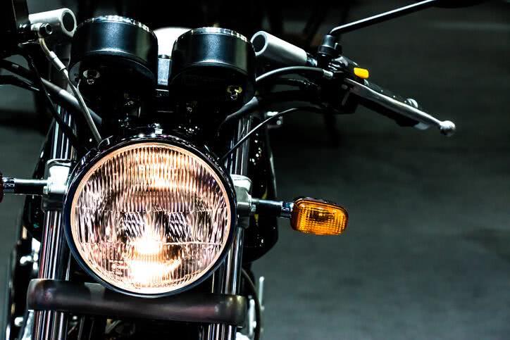Phares de moto, comment procéder aux réglages?
